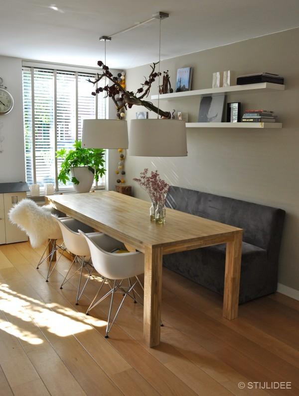 Keuken kleuradvies witte keuken : De Vitra Eames DAR stoel met verchroomd onderstel is verkrijgbaar in ...