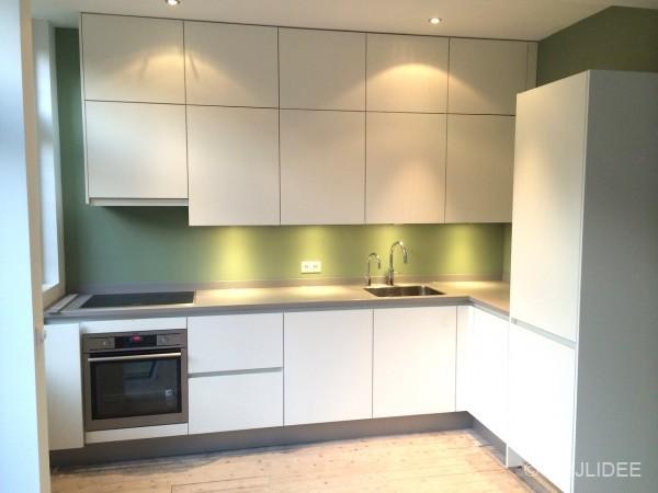 Binnenkijken in een groene keuken en blauw toilet in oog in al utrecht - Keuken wit en blauw ...