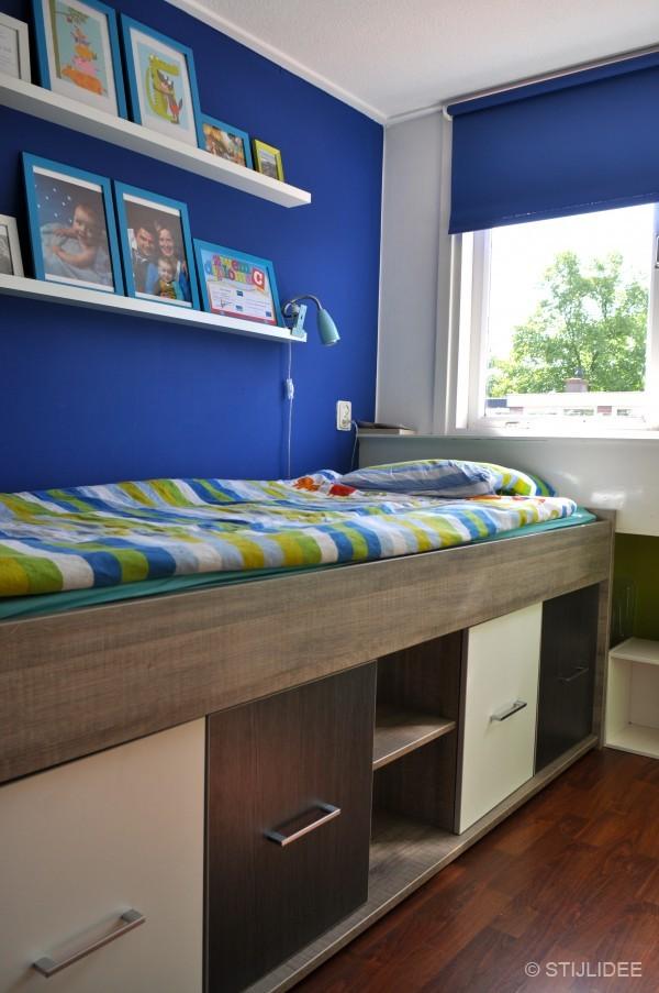 Binnenkijken in een stoere jongenskamer met kajuitbed in utrecht - Kamer blauwe jongen grijs ...