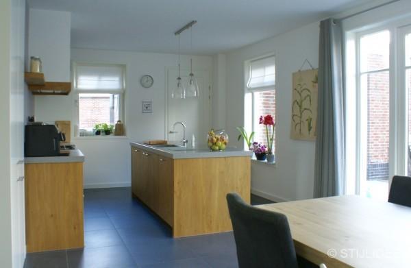 Binnenkijken in de keuken met moderne kamer en suite van een nieuwbouwwoning in schoonhoven for Kleur moderne volwassen kamer